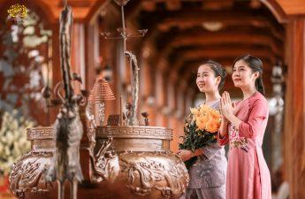 Phật tử đi lễ chùa đầu năm